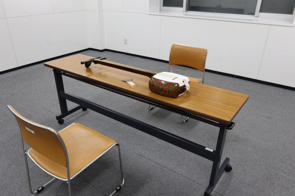 プロが教える神奈川の津軽三味線教室の夜の教室の様子の画像です